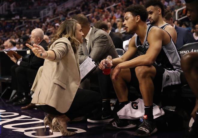 La entrenadora Becky Hammon